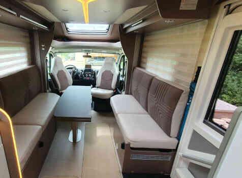 camping-car  BURSTNER LYSEO TD 680G  intérieur / coin salon